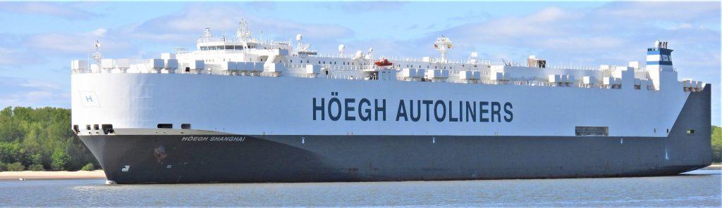 Schiffe auf der Elbe, hier: Höegh Shanghai